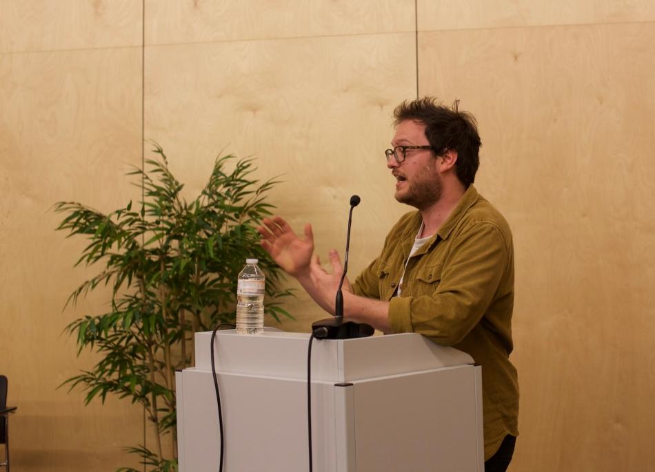 Jan Walraven aan het woord op de Filopub over privacy, van de Moeial en Hujo © Marit Galle